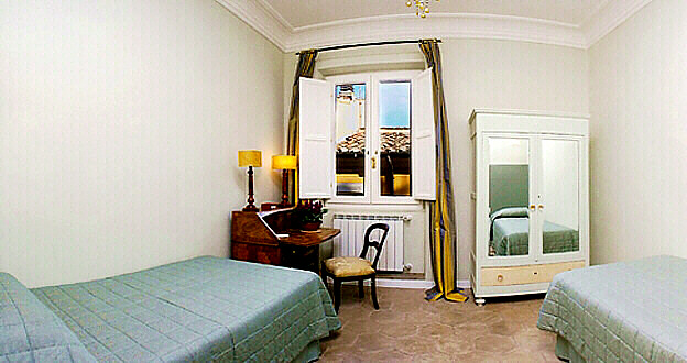 Rome Campo De Fiori Tortoise Three Bedroom Apartment With